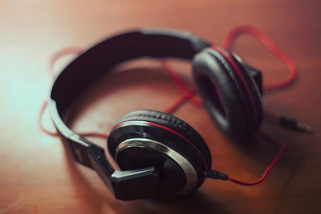 wear a headphone