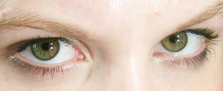 eye contact nonverbal communication